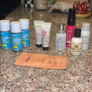 Travel set of shampoo and conditioners